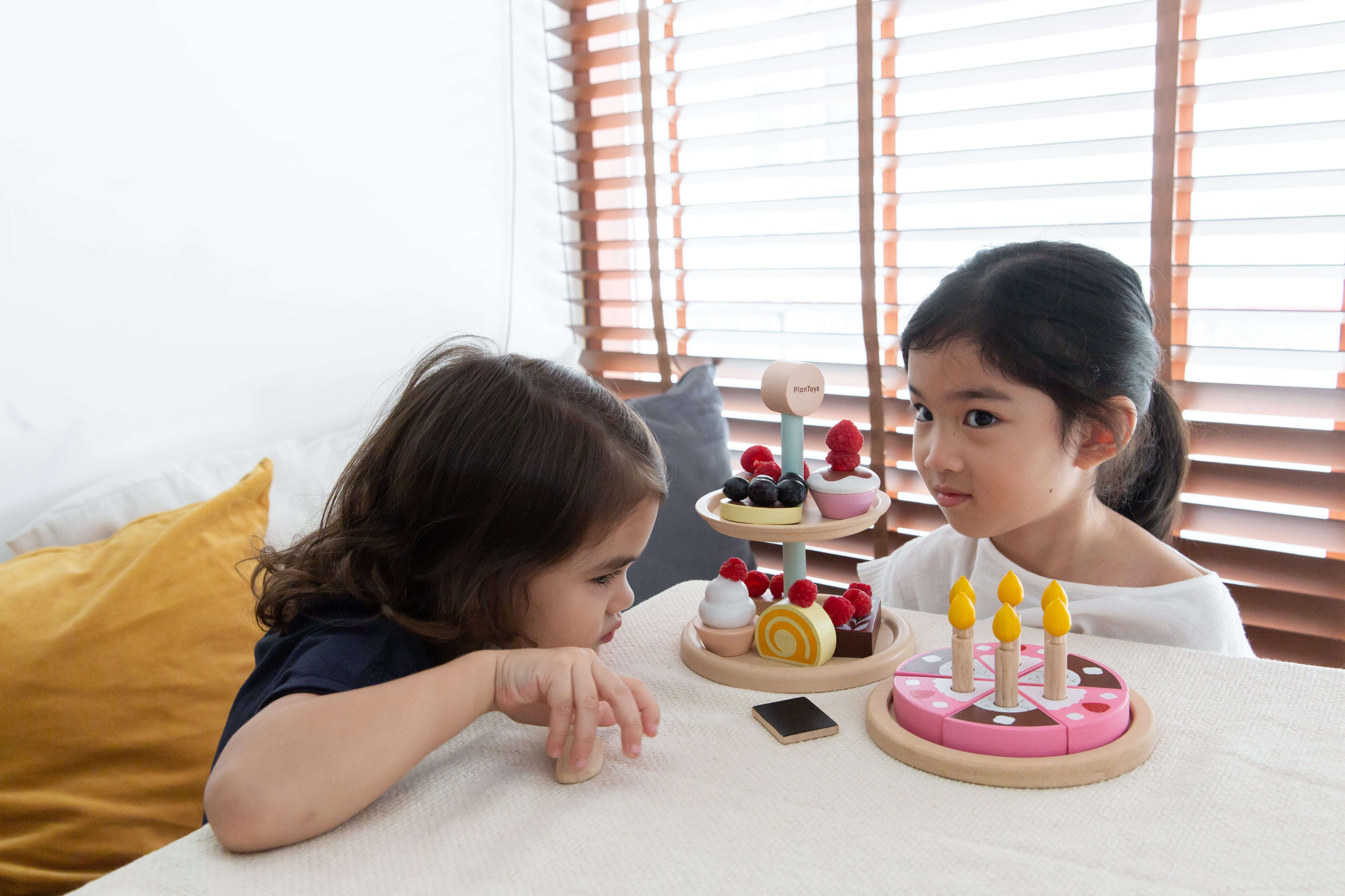 3489_PlanToys_BAKERY_STAND_SET_Pretend_Play_Imagination_Language_and_Communications_Social_Coordination_Emotion_Fine_Motor_2yrs_Wooden_toys_Education_toys_Safety_Toys_Non-toxic_5.jpg