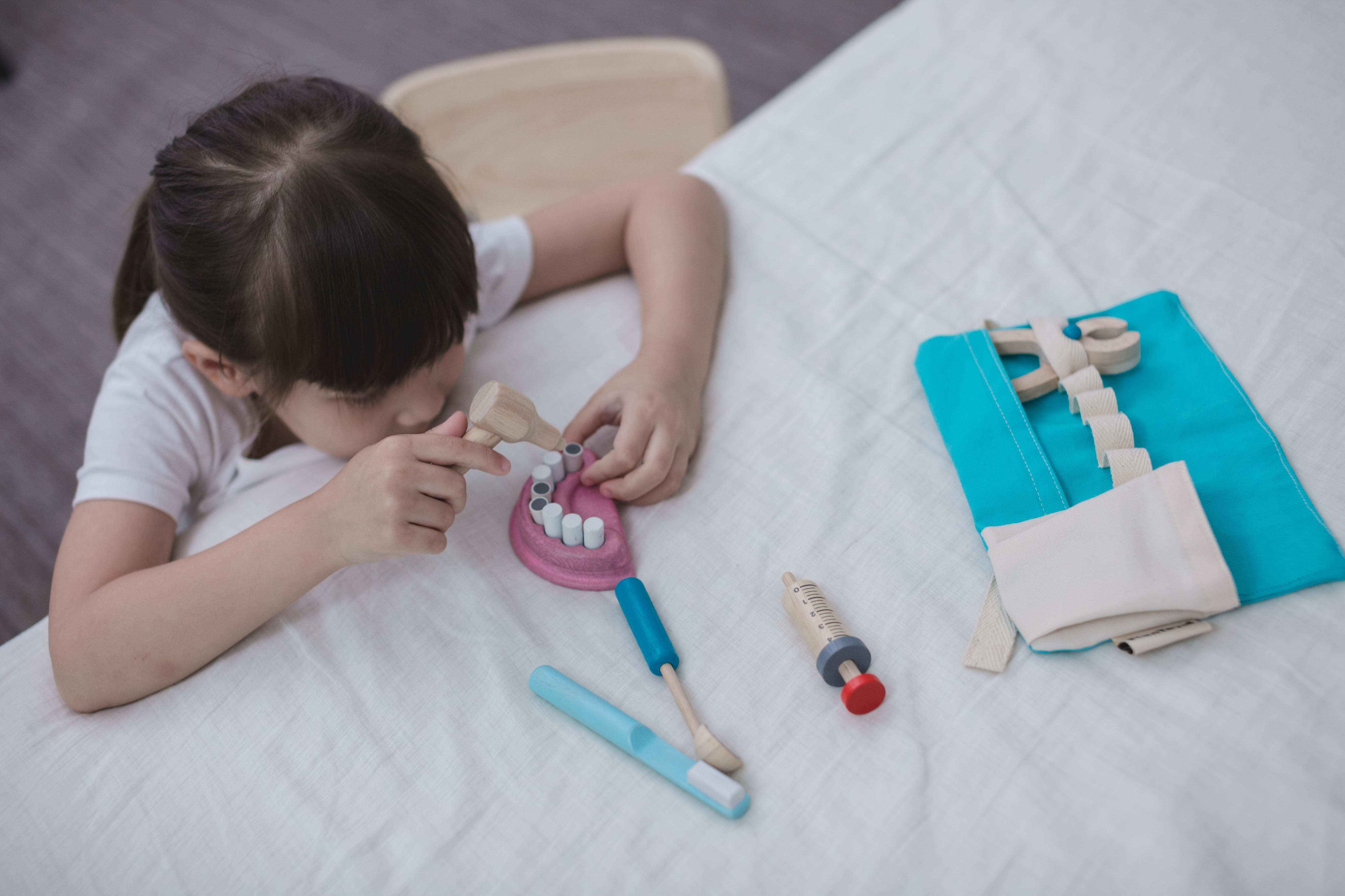 3493_PlanToys_DENTIST_SET_Pretend_Play_Coordination_Fine_Motor_Imagination_Social_Language_and_Communications_3yrs_Wooden_toys_Education_toys_Safety_Toys_Non-toxic_6.jpg